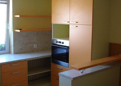 Kuchyně – Mikulčice, materiál vanilka, oranžová